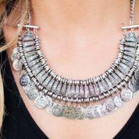 44774 Каким знакам Зодиака нельзя носить серебро?