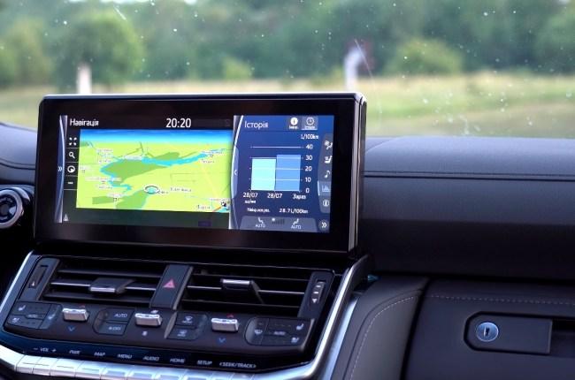 Toyota Land Cruiser 300 мультимедийная система