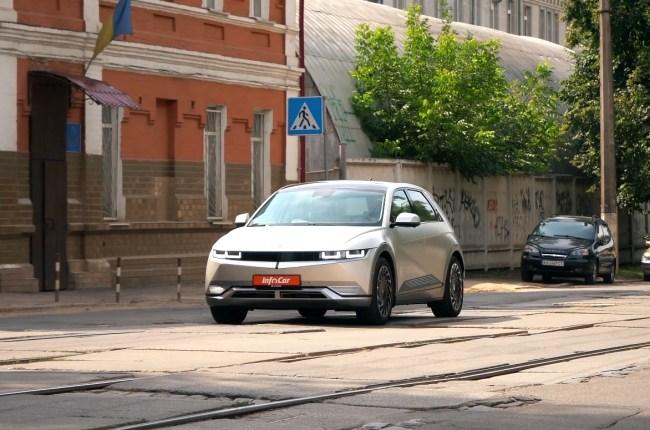 Hyundai IONIQ 5 в городе