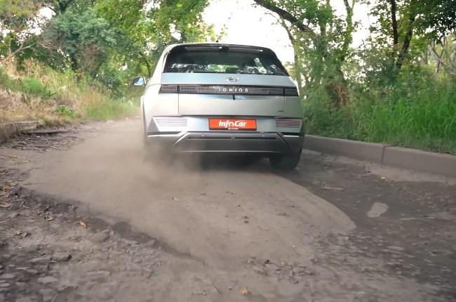 Hyundai IONIQ 5 езда по плохой дороге