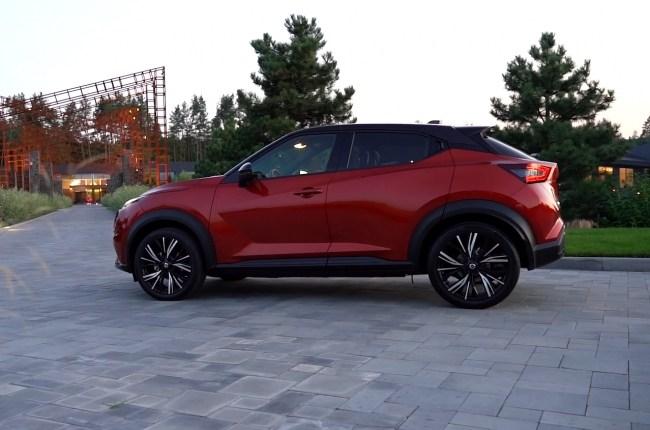 Nissan Juke вид сбоку