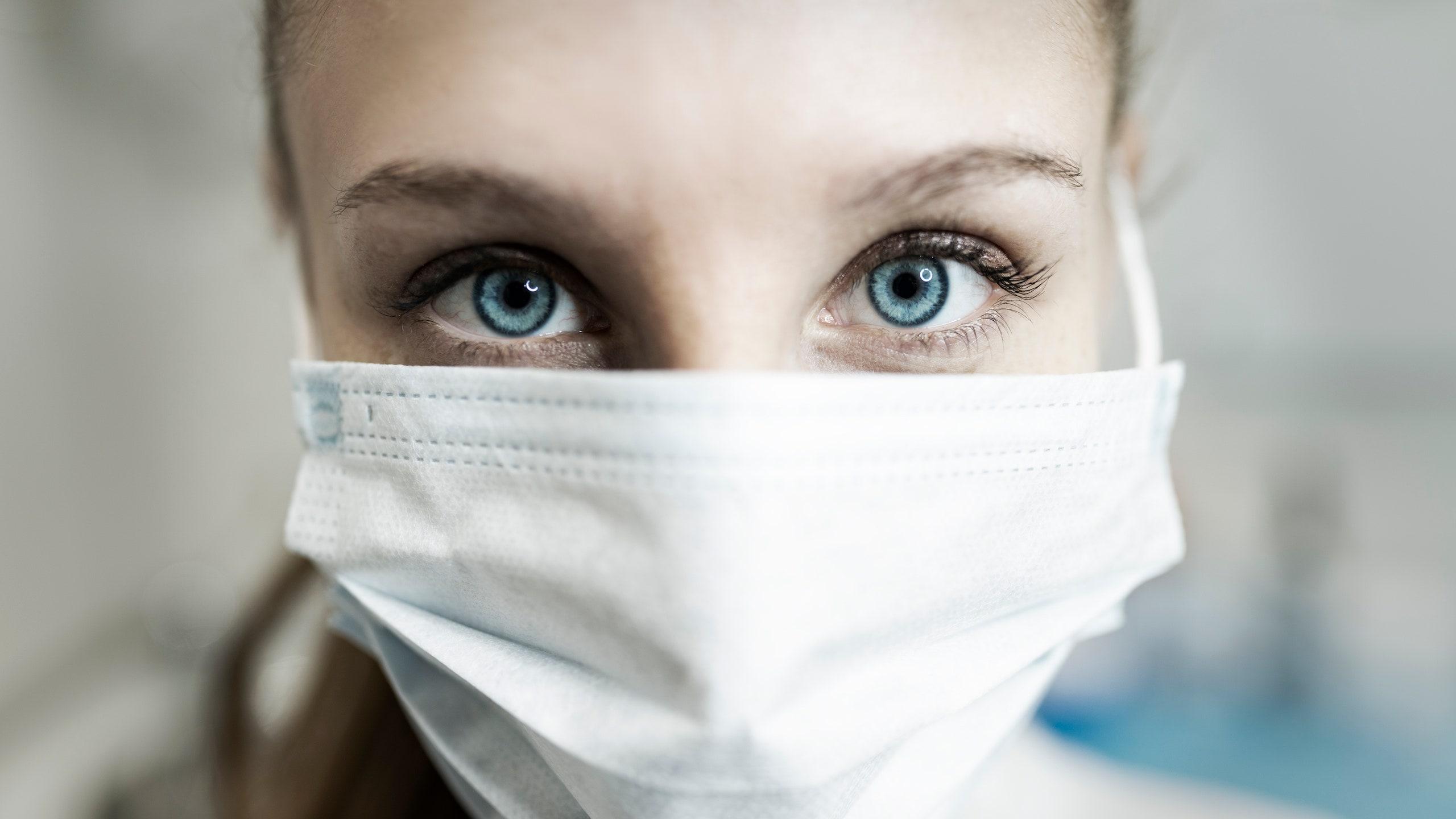 47086 Биологи подтвердили способность коронавируса заражать клетки сетчатки глаза и реплицироваться в них