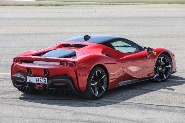 47001 Электрическая мощность: Ferrari SF90 Stradale. Ferrari SF90 Stradale