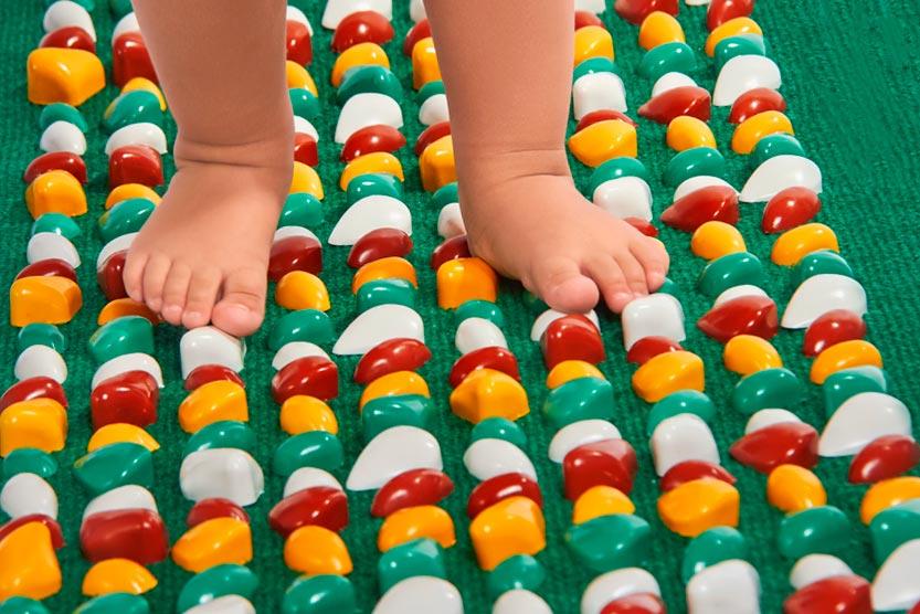 47113 Как сделать массажный коврик для детей своими руками?